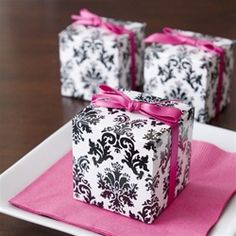 Boite à dragées cube damas - black and white damask cube favor box