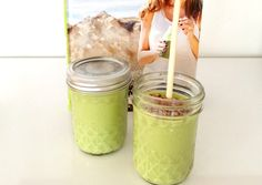 green smoothie with mango, spinach & almond milk