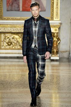 Plaid suit in Milan for Fashion week. I love paid, and so I want a plaid suit now...