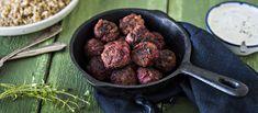 Lindströmin lihapullat tuovat kivaa vaihtelua arkeen. Kaurahiutaleet tekevät lihapullista erityisen meheviä. Tarjoa lindströmin lihapullat vuohenjuustodipin kanssa.  N. 1,15€/annos. Food Inspiration, Pork, Healthy Recipes, Healthy Food, Beef, Ethnic Recipes, Dinners, Gratin, Poppy Seed Cake
