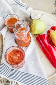 Carrot, apple, raspberry and red pepper healthy juice recipe
