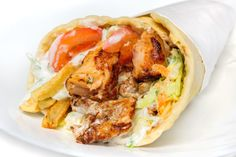 Recipe for Greek Chicken Gyros - Food: Veggie tables Chicken Gyro Recipe, Chicken Gyros, Greek Recipes, Meat Recipes, Greek Chicken Pita, Greek Gyros, How To Cook Beef, Greek Cooking, Greek Dishes