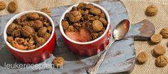 kruidnoten crumble, lekker sinterklaas dessert met stoofperen en kruidnoten voor een gezellig avondje