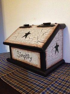 Prim bread box