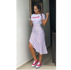A imagem pode conter: 1 pessoa, em pé e sapatos A imagem pode conter: 1 pessoa, em pé e sapatos Chic Summer Outfits, Casual Skirt Outfits, Classy Outfits, Chic Outfits, Trendy Outfits, Casual Dresses, Fashion Outfits, Dresses For Teens, Nice Dresses