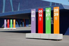 Totem signalétique autoportant / pour espace public MONOLITO by Joan Claudi Minguell & Ramon Farré-Escofet Escofet