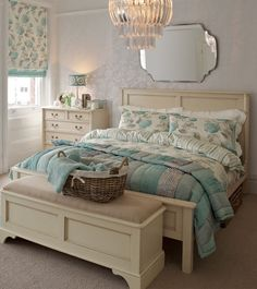 Laura Ashley hydrangea duckegg - bed and footer