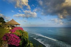 One of the most amazing views in the world! The cliff top of #Uluwatu #Bali #Indonesia