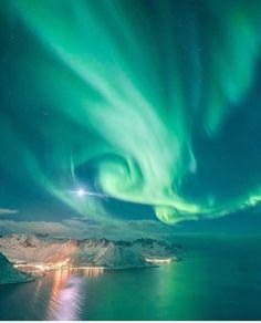"Gefällt 606 Mal, 7 Kommentare - Tromsø, Norway (@tromsolove) auf Instagram: ""The Fairytale Island - Senja - captured by the fairytale photographer @eventyr #tromsolove"""