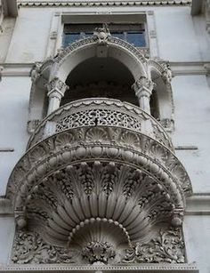 Love all the ornamentation under the balcony