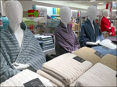 These mannequined JCPenney Bare-Ass Bath Towels do demonstrate that the towels can at least ride the latest color trends, if you so choose. Latest Colour, H Style, Kitchen Towels, Merino Wool Blanket, Bath Towels, Color Trends, Diy And Crafts, Bed, Coral