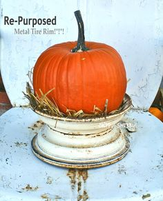 Old metal tire rim & pumpkin. Never would have thought to use a tire rim. Holidays Halloween, Halloween Crafts, Halloween Decorations, Fall Season, Tis The Season, Fall Crafts, Holiday Crafts, Happy Fall Y'all, Diy Décoration