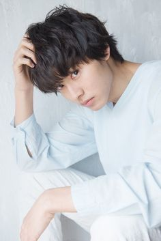 He may be the prince of shojo adaptions but there's so much more to learn about him beyond that soft exterior and pretty face! Introducing one of the most handsome young actors of this generation, Yamazaki Kento. Hot Korean Guys, Korean Boys Ulzzang, Kento Yamazaki Death Note, Hong Ki, Kento Nakajima, L Dk, L Death Note, Ryo Yoshizawa, L Lawliet