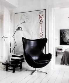 @expandfurniture Arne Jacobsen-ægget, chair, beautiful, black, leather,Classic. Love this chair and would go great with desk from #ExpandFurniture.  #spacesaver#smartlivinginstyle
