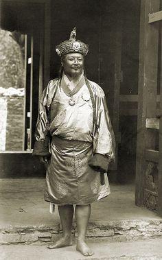 初代国王ウゲン・ワンチュク Ugyen Wangchuk, 1905 ◆ブータン - Wikipedia http://ja.wikipedia.org/wiki/%E3%83%96%E3%83%BC%E3%82%BF%E3%83%B3 #Bhutan