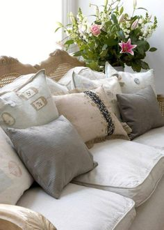 comfy couch w/lots of pillows