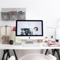 Workspace in Myblueberrynightshome with new iMac, Kikkik planner and deco things. #desksituation #iMac #workspace #deco #desk #computer #office #blogger
