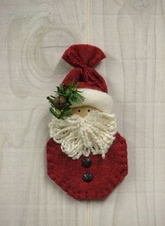 """Tree Trimmers: """"Ornament""""al Santa"""