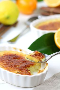 Use your spoon to shatter the caramel crackle topping of this Vegan Meyer Lemon Crème Brûlée and reveal the custardy and lemony dessert underneath! Vegan Dessert Recipes, Vegetarian Recipes, Cooking Recipes, Vegan Treats, Vegan Foods, Vegan Creme Brulee, Snacks Für Party, Sweet Recipes, Food And Drink