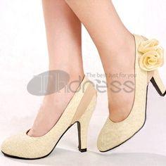 Douces fleurs chaussures de mariage mariée