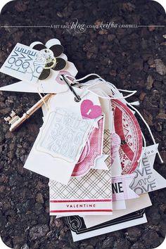 Un mini album tags de la Saint Valentin par Keisha Campbell. Beaucoup de fonds embossés à chaud, comme c'est beau !