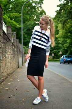 ONE SKIRT THREE STYLES - CASUAL - Vintage life en Vogue- black midi skirt - high waisted - pencil skirt - striped - vintage bag - white