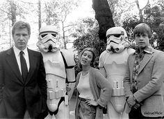 Harrison Ford, Carrie Fisher, Mark Hamill and Stormtrooper from Star Wars Return Of The Jedi Star Wars Jedi, Star Wars Stormtrooper, Star Wars Dark, Star Wars Episoden, Star Wars Film, Star Wars Holiday Special, Images Star Wars, Star Wars Pictures, Bts Pictures