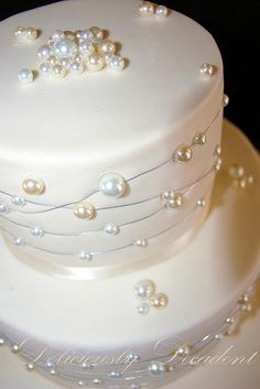 a baby version of my pearl cake design, and tiers for a very small and casual wedding (they only booked the cake in a week and a half ago!) really like it in a small cake i must say! choc mud covered in ganache then fondant, pearls are unedible Gorgeous Cakes, Pretty Cakes, Amazing Cakes, Bling Cakes, Fancy Cakes, Wedding Cake Pearls, Wedding Cakes, Pearl Anniversary, 30th Wedding Anniversary Cake