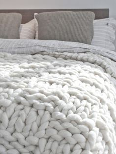 i want this blanket or this yarn so much! This blanket would knit up sooo fast with giant knitting needles or even by arm knitting!