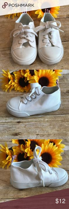 8f5c6acdfe4820 Old Navy boys white sneakers. Size 18-24 Months Excellent condition Old  Navy boys
