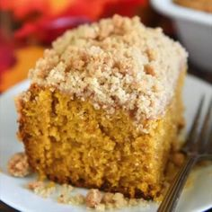 Pumpkin Sour Cream Coffee Cake: an extra moist pumpkin spice cake (made from scratch) is topped with an amazing cinnamon crumb topping! Serve it with coffee for breakfast or for dessert! Sour Cream Desserts, Sour Cream Coffee Cake, Köstliche Desserts, Delicious Desserts, Dessert Recipes, Coffee Cream, Recipes With Sour Cream, Buttermilk Coffee Cake, Desserts For A Crowd
