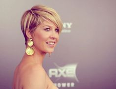 The other side of Jenna Elfman's hair.