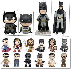 A franquia de super-herói mais bem sucedida dos HQs, filmes, desenhos animados e brinquedos está de volta ao cinema a às prateleiras. Fomos atrás dos melhores novos produtos Batman v Superman.