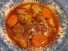 .pollo guisado (Stewed Chicken)! A dish that every Dominican and Puerto Rican knows...I also made tostones on the side (recipe from the same website).