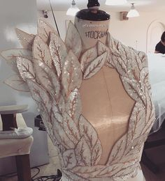 GREAT pageant dress by Jean Sabaji details. Not my style but I could see it on a stage. Couture Details, Fashion Details, Look Fashion, Fashion Design, Net Fashion, Couture Dresses, Fashion Dresses, Pretty Dresses, Beautiful Dresses