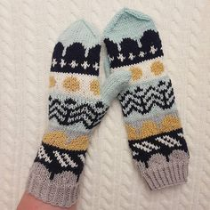 Knit Mittens, Mitten Gloves, Wrist Warmers, Hand Warmers, Knitting Accessories, Knitting Projects, Handicraft, Hand Knitting, Knit Crochet