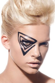 This would make awesome colorguard makeup! It really reminds me of something Phantom would do!  #colorguard #makeup #black #eyes