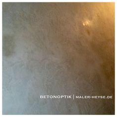 Betonoptik | Design für mehrere Treppenhauseingänge in Handarbeit.  Mit Wänden in Betonoptik liegst Du damit genau im Trend. Hole Dir den urbanen Charme von Beton nach Hause. Individuell und außergewöhnlich - mit Betonoptik lässt Du Deine Wände selbstbewusst hervortreten und das Ambiente formen. Unsere Materialien hierfür sind komplett mineralisch, edel und wertvoll.