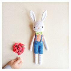Alice'in beyaz tavşanından selamlar✨ - The white rabbit in the 'Alice in wonderland'✨ - Tarif/Pattern: Kessedjian İpler/yarns: Yarnart jeans Tığ: 2,50mm hook size