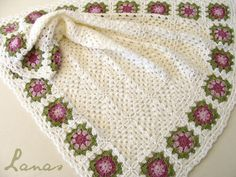 REGALO: Manta con Borde d e Flores (Crochet) Made by / Hecho por : Beatriz     My mom made this baby blanket, with white...