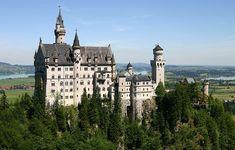 Castelo de Neuschwanstein, Alemanha | Este palácio alemão foi construído por Luís II da Baviera, no século XIX, e está localizado na região sudeste do país. Sua arquitetura tem um estilo lúdico e inspirou o castelo da Bela Adormecida, da Disney