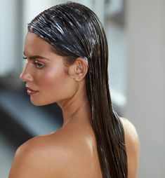 hair remedies Amazing Hair Sleeping Mask For Hair Growth! Must Try - Interested in trying an overnight hair mask? Discover the advantages of using them in our article. Do try it today to get the desired result. Hair Mask For Growth, Hair Remedies For Growth, Hair Growth Tips, Sleep Hairstyles, Cool Hairstyles, Overnight Hair Mask, Overnight Hairstyles, Hair Thickening, Hair Health