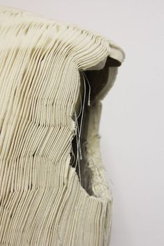 As an ex-pattern cutter of Comme des Garçons, Kei Ninomiya creates intricate, modular textiles with smocking and macramé techniques and complex patterns. Textile Texture, Textile Fabrics, Fabric Textures, Textures Patterns, Textile Art, Textile Manipulation, Fabric Manipulation Techniques, Textiles Techniques, Sewing Techniques