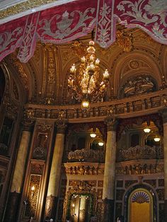 The Lobby of The Loew's Theater	The lobby of the theater was built as a three story oval. It has a grand chandelier and a promenade on the second level