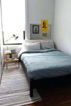 Small Bedroom Ideas, small master bedroom ideas, small bedroom decorating ideas, bedroom ideas for small rooms, small bedroom storage ideas Small Apartment Bedrooms, Apartment Bedroom Decor, Small Rooms, Home Bedroom, Small Spaces, Ikea Bedroom, Apartment Interior, Bed Ikea, Apartment Entrance