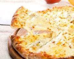 Pizza aux quatre fromages : http://www.cuisineaz.com/recettes/pizza-aux-quatre-fromages-au-thermomix-79389.aspx