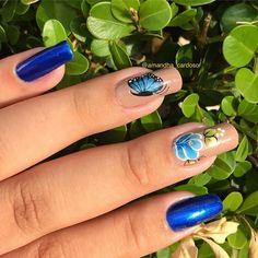 """Amandha Cardoso •NAIL DESIGNER (@amandha_cardoso) no Instagram: """"Adesivos @amanda_adesivosdeunha Esmalte @loucas_unhasemaquiagem Cores: The fusion Azul Vinil…"""""""