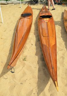 The Hybrid Night Heron on the left won Best-in-Show at OkoumeFest Wood Canoe, Wooden Kayak, Sea Kayak, Canoe And Kayak, Wooden Boat Building, Wooden Boat Plans, Chesapeake Light Craft, Wood Boats, Canoes