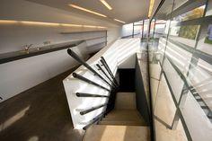 Galeria de Clássicos da Arquitetura: Estação do Corpo de Bombeiros de Vitra / Zaha Hadid Architects - 5