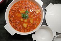 Ein Klassiker: Erdäpfelgulasch - Bine kocht! Thai Red Curry, Ethnic Recipes, Food, Vegan, Goulash, Essen, Meals, Vegans, Yemek